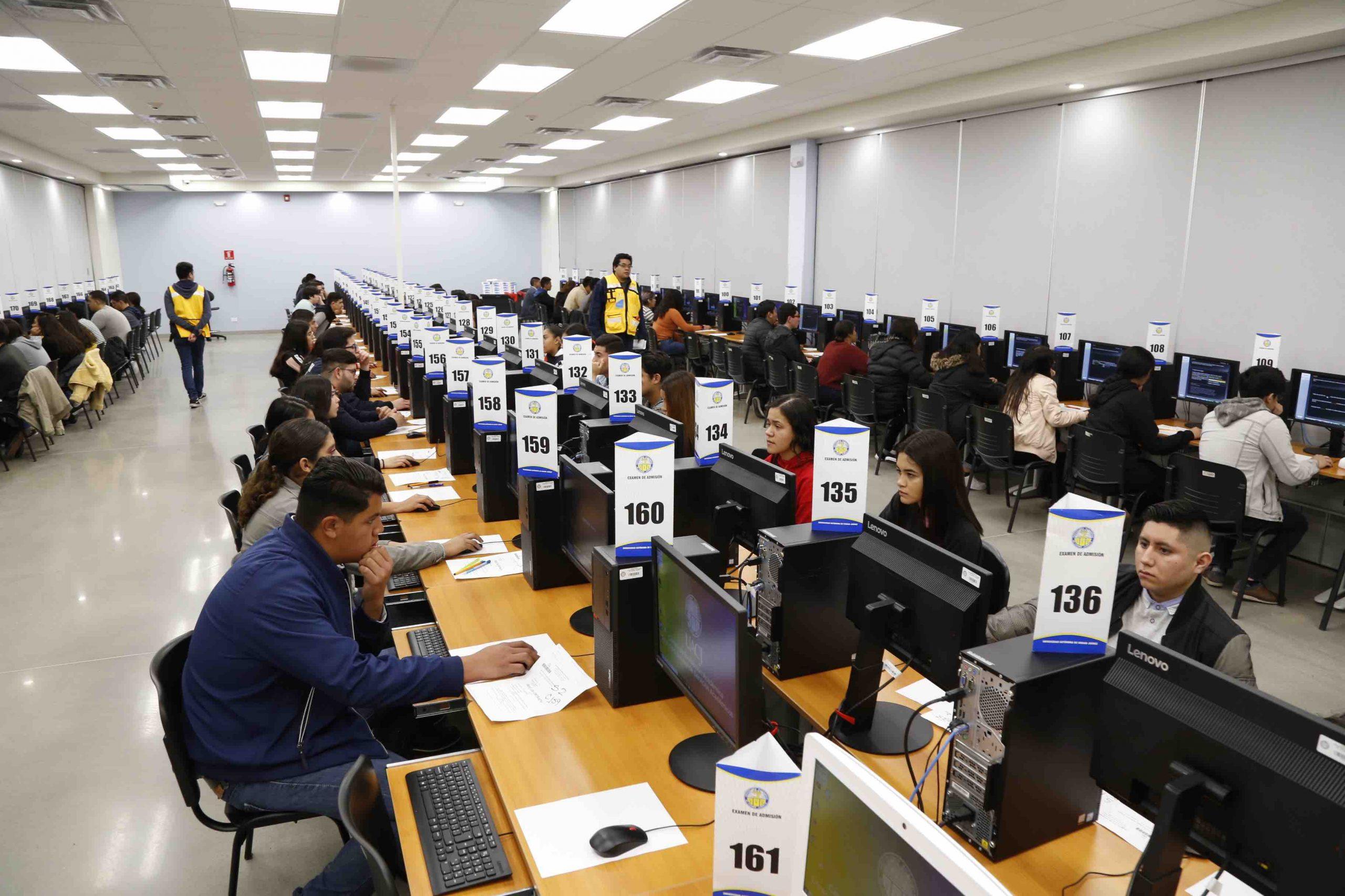Realizan el examen de admisión 95 por ciento de los aspirantes