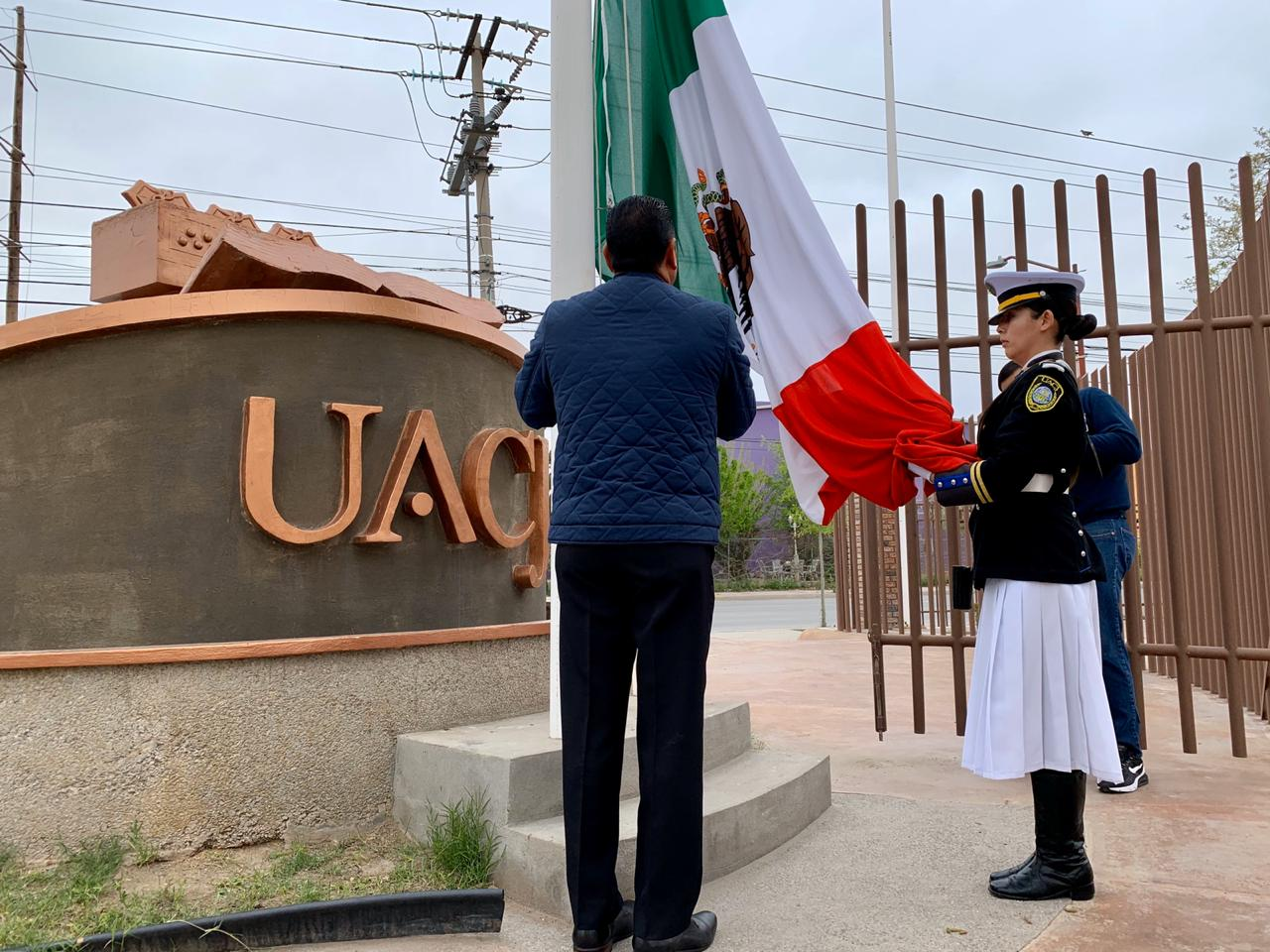Izan bandera en la UACJ