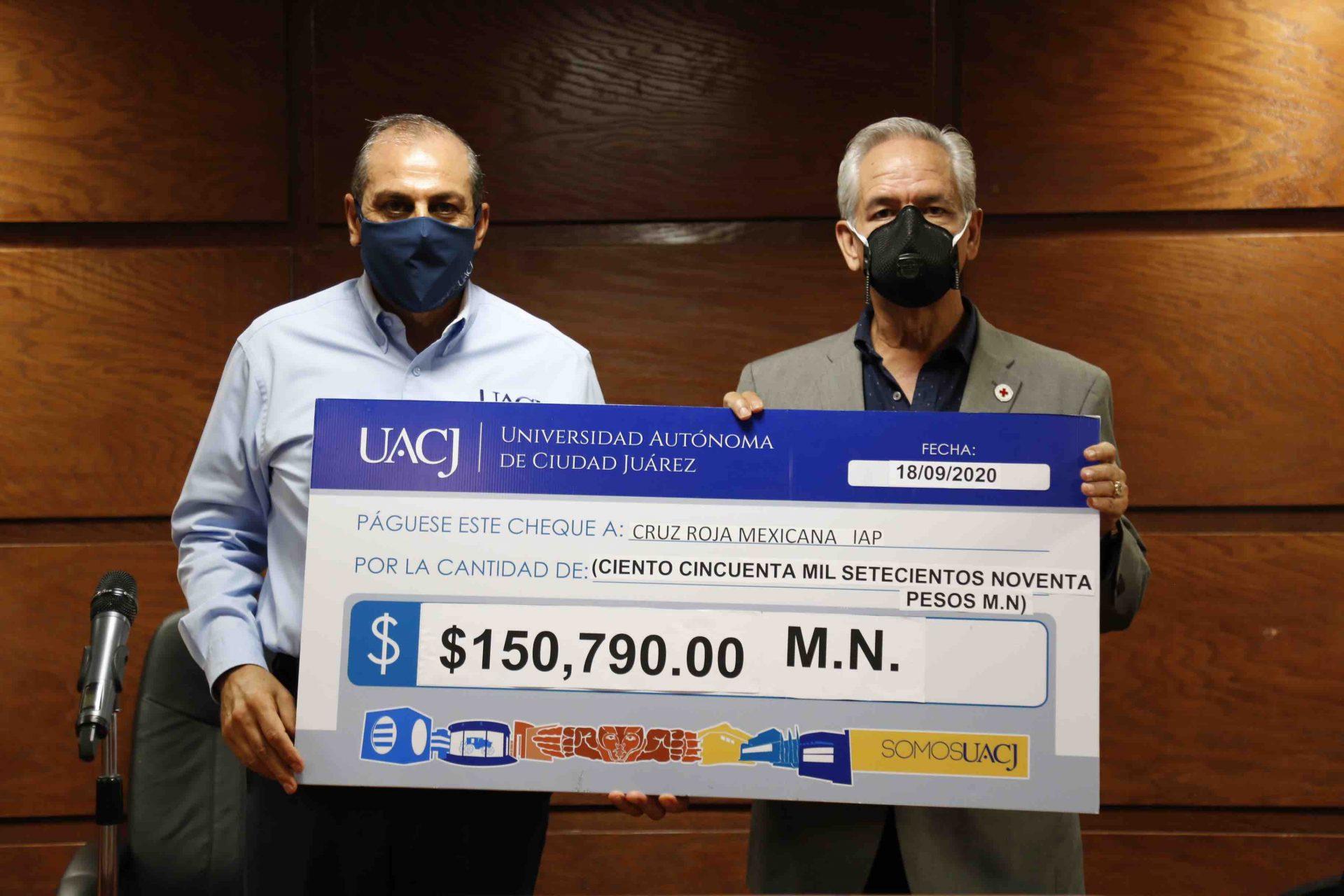 Entrega UACJ donativo a la Cruz Roja