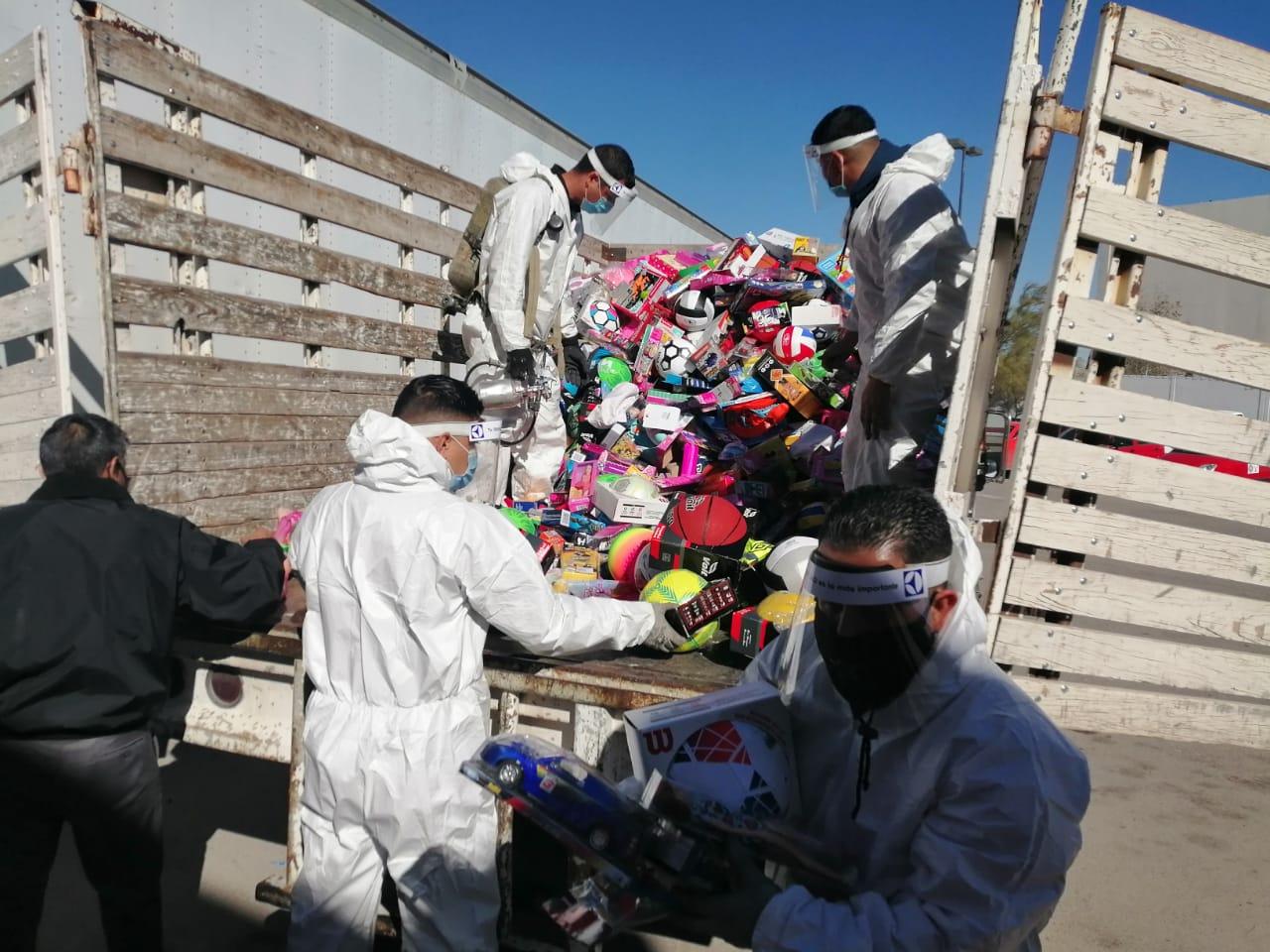 La UACJ dona al Santa Bombero mil 315 juguetes